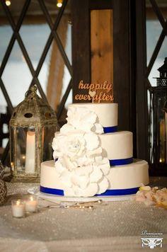 The beautiful wedding cake Valentine Ideas, Valentines, Lake George, Beautiful Wedding Cakes, Wedding Designs, Birthday Cake, Romantic, Club, Weddings