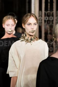 Jewllery designer Reid Peppard's mouthpieces at Phoebe English show 3d Fashion, Fashion Jewelry, Phoebe English, Lotus, Weird, Jewels, Jewellery, Metal, Pretty
