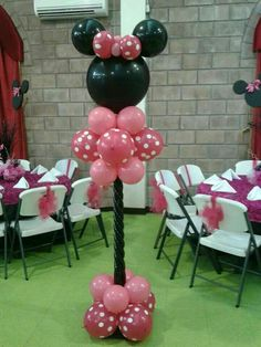 The party would look great with these Minnie Mouse columns throughout the room. Minnie Mouse Theme, Minnie Mouse Baby Shower, Balloon Arrangements, Balloon Centerpieces, Mickey Party, Mickey Mouse Birthday, Minnie Maus Ballons, Balloon Columns, Birthday Decorations