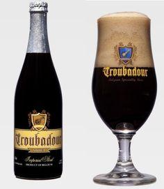Cerveja Troubadour Imperial Stout, estilo Russian Imperial Stout, produzida por De Proefbrouwerij, Bélgica. 9% ABV de álcool.