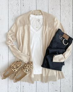 Classy yet trendy on todaysflatlayis an outfit im wearing from my 29 piece neutral capsule wardrobe white tee beige open cardigan black jeans and Outfit Jeans, Lässigen Jeans, Cardigan Outfits, Dress With Cardigan, Open Cardigan, Cream Cardigan, Oufits Casual, Casual Summer Outfits, Winter Outfits