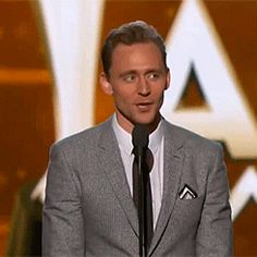 Tom Hiddleston presents the Entertainer of the Year award onstage during the 51st Academy of Country Music Awards at MGM Grand Garden Arena on April 3, 2016 in Las Vegas, Nevada. Video: http://v.youku.com/v_show/id_XMTUyMzAyNzIwOA==.html