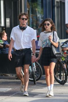 Natalia Dyer and Charlie Heaton Cute Celebrity Couples, Cute Couples, Cara Delevingne, Thom Browne, Natalie Dyer, Charlie Heaton, Divorce, Estilo Hipster, Cast Stranger Things