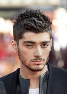 From Side Sweeps to Spiked & One Direction& Best Hair Moments: Zayn Malik, August 2013 Zayn Malik One Direction, Ex One Direction, Zayn Malik Pics, Zayn Mailk, Cabelo Zayn Malik, Zayn Malik Hairstyle, Hairstyle Fade, Hairstyle Wedding, Hairstyle Short