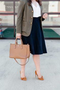 fall transition pieces || green blazer for work || green and navy work outfit