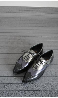 Pantofi cu varf ascutit din piele naturala