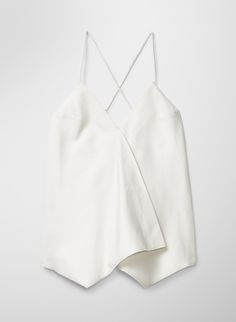 Minimal and chic blouse, would love to wear this with some skinny jeans and nude pumps. Hell yeah :)