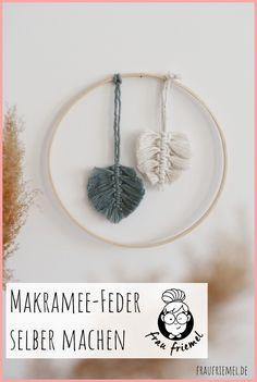 Anleitung für Makramee Feder - Schritt für Schritt erklärt! Makramee Federn als tolles Makramee Projekt für Anfänger und Garnreste. Du brauchst nur Garn und Draht und es kann losgehen! #makrameefeder #makrameedeko #makrameediy
