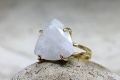 This ring features a natural rainbow moonstone set in double band prong setting ring. ☛ Ring size - all sizes available,choose your size before adding the item to your shopping cart. => Gemstone Type - Rainbow Moonstone => Gemstone Size - 18x18x18mm => Gemstone Cut - Trillion =>