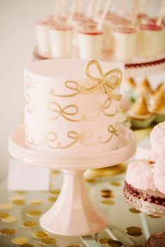 """""""We made some large strawberry cupcakes with chocolate ganache filling and dressed them up with ruffle frosting, bow toppers, and gold cupcake Pink Gold Cake, Pink And Gold, Blush Pink, Gorgeous Cakes, Pretty Cakes, Fancy Cakes, Mini Cakes, Cupcakes, Petit Cake"""