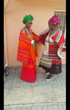 #Vuyokazi Roundy Nini African Traditional Wedding Dress, Traditional Dresses Designs, Traditional Outfits, African Wear Dresses, African Attire, Xhosa Attire, African American Fashion, African Traditions, Ethnic Chic