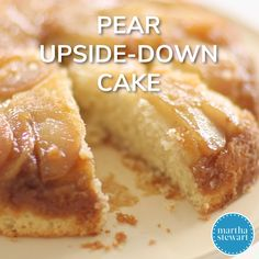Pear UpsideDown Cake The classic upsidedown cake gets a seasonal twist with this castiron skillet cake made with juicy pears Pear Dessert Recipes, Köstliche Desserts, Fruit Recipes, Baking Recipes, Delicious Desserts, Cake Recipes, Desserts With Pears, Recipes With Pears, Fresh Pear Recipes