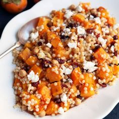 and rich potatoes on the plate. Make Ahead Salads, Easy Vegetarian Dinner, Vegetarian Entrees, Spaghetti, Cooking Recipes, Healthy Recipes, Healthy Dinners, Fruit Recipes, Vegetable Recipes