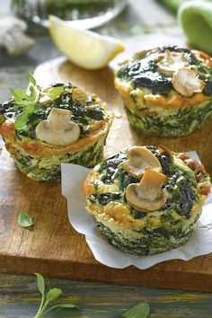 Recipes with irresistible spinach and easy to make.- Recetas con espinacas irresistibles y fáciles de hacer. Muffins con espinacas y… Recipes with irresistible spinach and easy to make. Muffins with spinach and mushrooms. Low Carb Dinner Recipes, Vegan Recipes Easy, Cooking Recipes, Healthy Snacks, Healthy Eating, Fingerfood Party, Good Food, Yummy Food, Nutrition