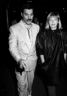 Freddie Mercury with Mary Austin Queen Freddie Mercury, Mary Austin Freddie Mercury, Freddie Mercury Last Days, Show Must Go On, Blues, We Will Rock You, Somebody To Love, Queen Band, Thing 1