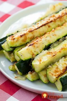 Oven roasted zucchini with parmesan, garlic and lemon. Baked zucchini is the best way to cook vegetables. Fresh parmesan zucchini baked in the oven is so refreshing. Summer Squash And Zucchini Recipe, Roasted Zucchini Recipes, Baked Zucchini Sticks, Zucchini Pommes, Zucchini In The Oven, Roasted Summer Squash, Lemon Zucchini, Bake Zucchini, Garlic Recipes
