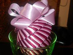 wstążka & spółka: Mój pierwszy tutorial Homade Christmas Ornaments, Handmade Christmas Decorations, Christmas Balls, Christmas Crafts, Coconut Decoration, Fabric Balls, Ornament Tutorial, Ball Ornaments, Projects To Try