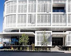 revêtement façade en Australie en panneaux occultants métalliques