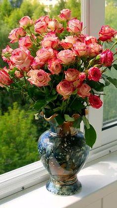 Beautiful Rose From My Heart Beautiful Rose Flowers, Beautiful Flower Arrangements, Amazing Flowers, Floral Arrangements, Flower Vases, Flower Art, Fish Aquarium Decorations, Coming Up Roses, Good Morning Flowers