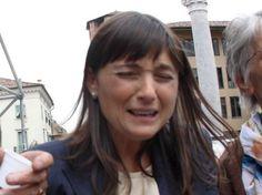 Ridi del dirigente che piange