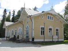 the old station in Suolahti, Finland photo by Tiina Litukka