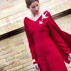#invitadaPerfecta con #totallook by #BualáDesign atelier #mono #rojo #red & #brazalete #broches #lookmono