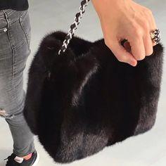 Bolso Negro by Aurora Maroto, Colección Winter Mood 2016-2017. #auroramaroto #bag #bolso #sac #moda #fashion