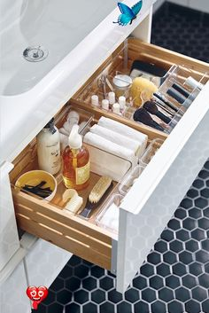 Bathroom storage ideas: stunning bathroom storage - Salacia Bathroom drawer storage ideas<br> Every bathroom space is different but they all have one thing in common. They all need to store stuff! Haircare, handcare, footcare, cotton wool, earbuds, cleaning supplies, toys, and all the unguents we accumulate over time - yes those samples too! You name it. Look at beautiful ideas for bathroom storage Bathroom Drawers, Diy Drawers, Closet Drawers, Ikea Bathroom, Closet Storage, Bathroom Faucets, Diy Makeup Storage, Diy Storage, Storage Ideas