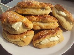 Ελληνικές συνταγές για νόστιμο, υγιεινό και οικονομικό φαγητό. Δοκιμάστε τες όλες Gyro Pita, Greek Dishes, Breakfast Snacks, Greek Recipes, Finger Foods, French Toast, Food Porn, Food And Drink, Appetizers