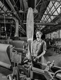 Shorpy Historic Picture Archive :: Vertical Balance: 1942 high-resolution photo
