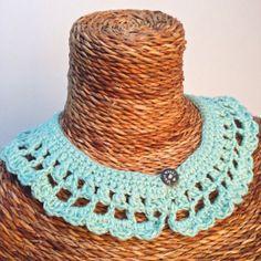 Het is weer kraagjes tijd! Crochet For Kids, Diy Crochet, Crochet Ideas, Vest Pattern, Free Pattern, Crochet Lace Collar, Crochet Slippers, Thread Crochet, Crochet Accessories