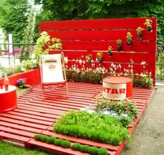 Today's pallet fix:  Palletsmade into adeck with agarden. Bonus: Arepurposed barrel!  (via Rue des Relookeurs; spotted on Pinterest here)  Related: Infohereandhereonadding backing to pallets for use in gardens, plus other DIY tips.
