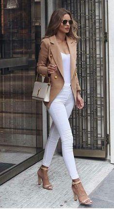 white jeans and blazer outfit Look Fashion, Trendy Fashion, Spring Fashion, Womens Fashion, Suit Fashion, Blazer Fashion, Women's Classy Fashion Styles, Petite Fashion, Fashion Trends