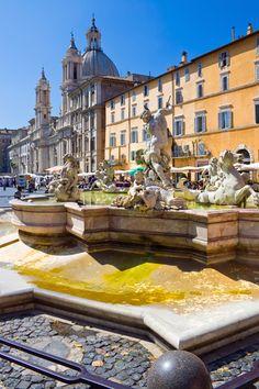 Piazza Navona, Rome. Wonderful memories spending time in this gorgeous piazza. Roma está  llena de plazas, esta  es una de las más  famosas. En ella veremos estilo Barroco, la fuente de  los  cuatro ríos  y  Santa Inés.