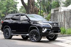 Awesome Toyota 2017: Permaisuri Toyota Fortuner Looks Mighty - Motorward...  Cars of the dreams Check more at http://carsboard.pro/2017/2017/04/22/toyota-2017-permaisuri-toyota-fortuner-looks-mighty-motorward-cars-of-the-dreams/