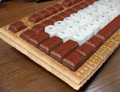 I want one of these s'mores keyboards.reminds me of BBQ's at my Aunt Ethel's house with all my cousins! You could also make a cake/smores cookie for an office party ect. Cute Food, Good Food, Yummy Food, Awesome Food, Awesome Stuff, Graham Crackers, Creative Food, Food For Thought, Crack Crackers