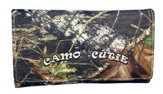 Official Womens Western Wallet with Camo Cutie and Zipper Pocket Mossy Oak Camo Womens Tri Fold Wallet BT-3. Officially licensed Mossy Oak Camo Wallet (Plus Free Camo Cutie Can Koozie). Easy open double tab/snap closure. Clear-view driver's license window Multi credit card slots. Made of High Qualtiy Mossy Oak Camo fabric with full length billl openings. Measurements 7.25 X 4.25.