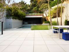 Eco Outdoor Cashmere concrete paving used as seamless flooring in contemporary architecture, by Popov Bass Architects. Eco Outdoor | Concrete pavers | Popov Bass Architects | Building Partners | livelifeoutdoors | Outdoor Design | Natural stone flooring | Garden design | Outdoor paving | Outdoor design inspiration | Outdoor style | Outdoor ideas | Luxury homes | Paving ideas | Garden ideas | Natural stone paving | Floor tiles | Outdoor tiles | Contemporary design | Modern homes
