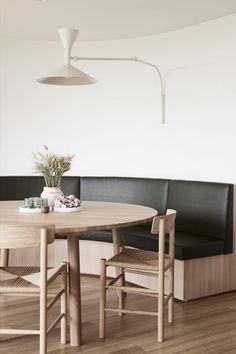 The J39 Chair by Børge Mogensen and the Taro Table by Jasper Morrison featured in Sorrento House by Larritt-Evans. Photo: Eve Wilson #fredericiafurniture #j39chair #børgemogensen #borgemogensen #tarotable #jaspermorrison #scandinaviandesign #danishdesign #interiordesign #craftedtolast #modernoriginals #diningroomdecor Modern Restaurant, Restaurant Ideas, Minimal Home, Floor To Ceiling Windows, Dining Bench, Dining Room, A Table, Minimalism, Furniture Design