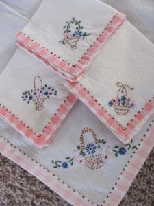 Elsa, Napkins, Projects To Try, Embroidery, Tableware, Crafts, Baskets, Needlepoint, Dinnerware