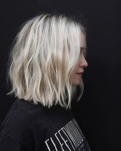 short hair re.FRESH - Anh Co Tran Kids and money guide As the name of our website suggest Medium Hair Styles, Short Hair Styles, Summer Haircuts, Peinados Pin Up, Grunge Hair, Blonde Color, Blonde Balayage, Honey Balayage, Layered Hair