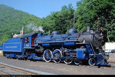 A Reading and Northern R/R bright blue Pacific locomotive Locomotive Diesel, Steam Locomotive, Old Steam Train, Railroad Photography, Train Art, Old Trains, Train Pictures, Train Engines, Steam Engine