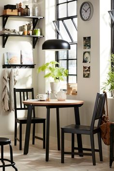 Bring a quiet breakfast back into your morning routine. Find IKEA dining tables and chairs to help you create your perfect breakfast nook.