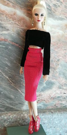 One size fits all same size dolls! Included is top, skirt only! Doll and other accessories are not included Barbie Fashionista, Fashion Royalty Dolls, Fashion Dolls, Barbie Fashion Designer, Barbie Knitting Patterns, Doll Patterns, Sewing Barbie Clothes, Chic Outfits, Fashion Outfits