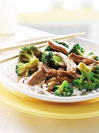 Traditional 253 calories: Beef and Broccoli Stir-Fry - Canadian Living, , Under 300 Calorie Meals, 300 Calorie Dinner, Dinner Under 300 Calories, Low Calorie Recipes, Healthy Cooking, Healthy Snacks, Healthy Eating, Healthy Recipes, Beef Recipes