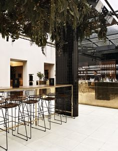 Prince of Wales gold bar courtyard // bar design