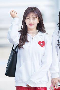 Twice - Jihyo Kpop Girl Groups, Korean Girl Groups, Kpop Girls, Nayeon, Korean Bangs Hairstyle, Park Ji Soo, Hooded Jacket, Bomber Jacket, Jihyo Twice