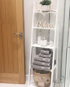 Small Bathroom Furniture, Bathtub Decor, First Apartment Decorating, Bathroom Organisation, Bathroom Interior Design, My New Room, Bathroom Inspiration, Decoration, Home Goods