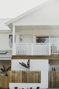 Fascinating Beach House Exterior Design Ideas You Will Love Beach Cottage Style, Beach Cottage Decor, Coastal Style, Interior Exterior, Exterior Design, Interior Paint, Modern Interior, Facade Design, Facade House