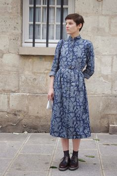 lady moriarty / shirtdress buttoned all the way up / dress with flat boots
